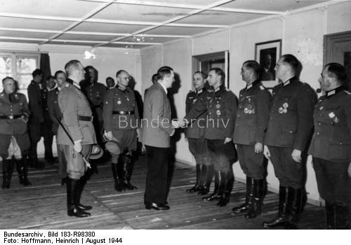 1944 NS-Führungsoffiziere von Adolf Hitler empfangen