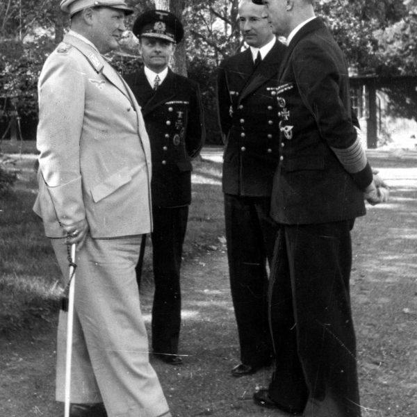 Gierłoż. Hermann Goering i Karl Doenitz w czasie narady 1943