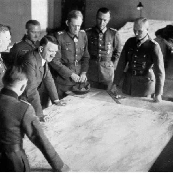 Gierłoż. Narada Adolfa Hitlera z generałami 1942