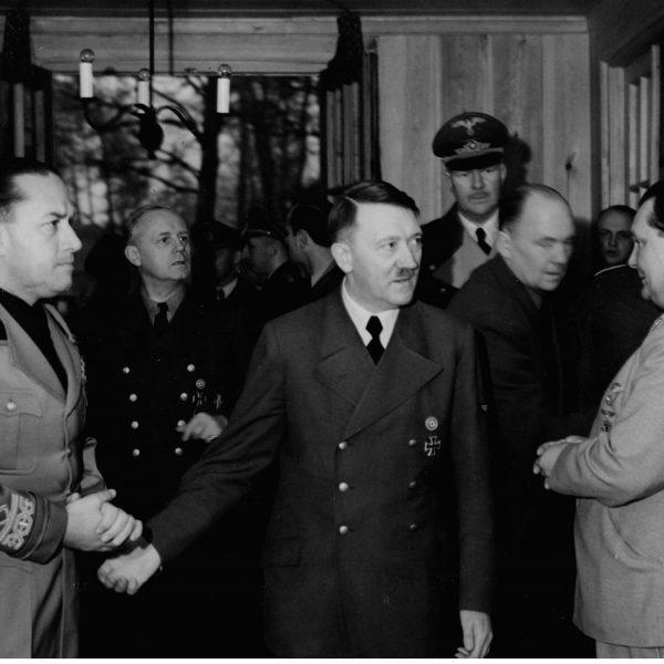 Minister spraw zagranicznych Włoch Galeazzo Ciano z wizyta u Adolfa Hitlera w kwaterze głównej 1942