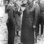 Goering rozmawia z lotnikiem Luftwaffe 1943