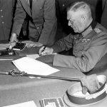 Keitel podpisujący kapitulację Wehrmachtu