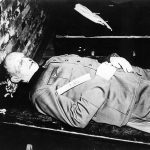 Zwłoki Alfreda Jodla po egzekucji