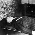 Zwłoki Joachima von Ribbentropa po wykonaniu egzekucji