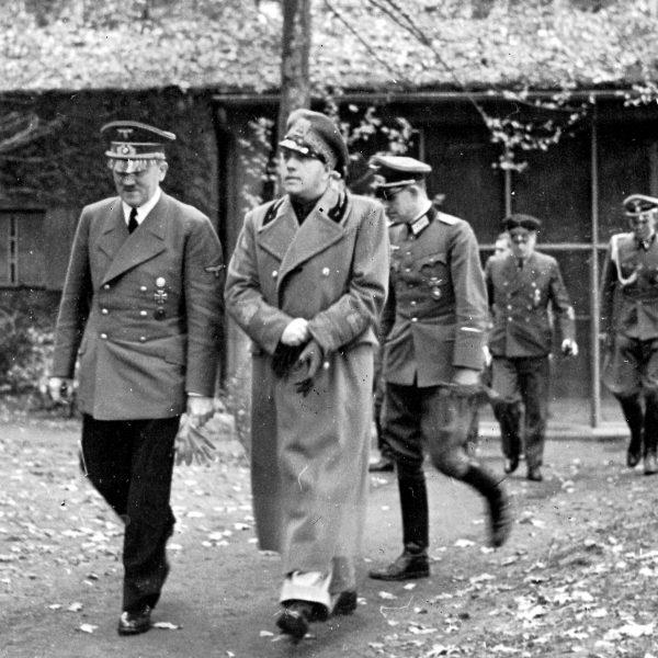 Naziści w Wilczym Szańcu